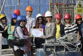 Melakukan Kuliah Lapangan Struktur Lanjutan dan Utilitas di Proyek Gedung Tempo