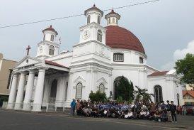 Mahasiswa Program Studi Arsitektur melakukan Ekskursi Arsitektur Kolonial di Gereja Blenduk Semarang